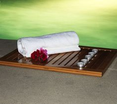 Enjoy elegance and sophistication with the Floor & #Bathmat from Oceanstar Design Collection.