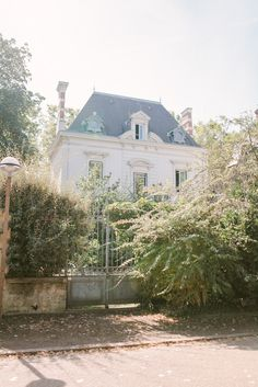 There are few things finer than French architecture. Exterior french country homes are a perfect marriage of traditional values and innovation. French Cottage, French Country House, Exterior Design, Interior And Exterior, French Exterior, Beautiful Homes, Beautiful Places, French Architecture, French Chateau