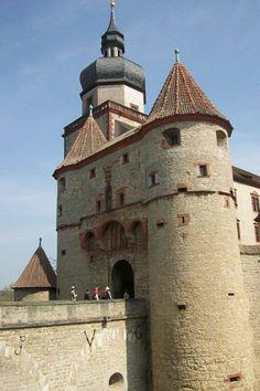 Wonderful Places, Great Places, Beautiful Places, Amazing Places, Germany Castles, Famous Castles, Gate House, Castle In The Sky, Medieval Castle