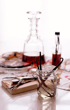We like to make our homemade vanilla extract the old fashioned way. No additives, just two simple ingredients and time. Make an extra batch for gifts! Keto Chocolate Cake, Chocolate Mug Cakes, Chocolate Chip Banana Bread, Chocolate Truffles, How To Make Chocolate, Vanilla Extract Recipe, Vanilla Vodka, Cookie Monster Ice Cream, Best Summer Cocktails