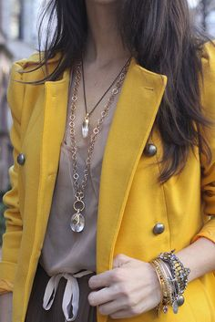 @SaucyGlossie makes #stelladot Snake Orb Pendant pop with her yellow peacoat