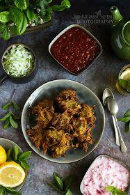 ...konyhán innen - kerten túl...: Cukkinipakora paradicsom chutney-val Chutney, Falafel, Curry, Meat, Chicken, Ethnic Recipes, Food, Turmeric, Curries