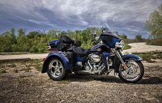 The three-wheel pioneer and the ultimate badass touringmachine. | 2012 Harley-Davidson Tri Glide Ultra Classic