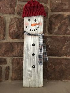 Rustic reclaimed wood fence picket snowman wall by EZpickets Christmas Wood Crafts, Christmas Signs, Christmas Art, Christmas Projects, Holiday Crafts, Christmas Decorations, Xmas, Fence Board Crafts, Picket Fence Crafts