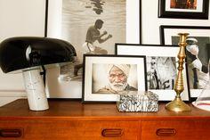 Accumulation d'objets design dont la lampe de Table Snoopy de Flos. #design #home #homedecor #interior www.elleaime.fr