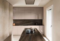 Mittel Cucine Realizzazione GU 02: riuscire a sintonizzarsi con le vibrazioni dell'ambiente per creare una cucina che rispecchia l'essenza di chi la vive.