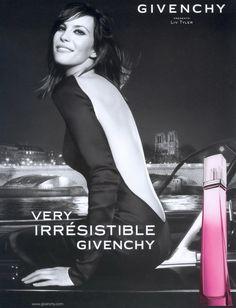 VERY IRRESISTIBLE par Givenchy - 2003 (Floral - Fruité) Note de Tête : Anis Etoilé / Badiane  Note de Coeur : Rose, Pivoine Rose  Note de Fond : Rose Fantasia, Rose Passion