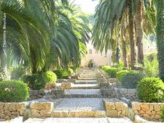 Jardines de Alfabia in Mallorca - The stepped walled garden leads to the highest part of the garden