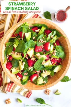 A simple super tasty Strawberry Spinach Salad made with iron rich spinach juicy strawberries creamy avocado & crunchy nuts then finished off with a fresh oil-free strawberry vinaigrette. Vegetarian Recipes, Healthy Recipes, Healthy Fats, Free Recipes, Epicure Recipes, Healthy Teeth, Healthy Salads, Stay Healthy, Delicious Recipes