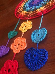 Scacciasogni or crochet cotton yarn dream catchers run of Rainbow colors on steel support. Crochet Dreamcatcher Pattern, Dreamcatcher Design, Crochet Mandala Pattern, Crochet Stitches Patterns, Crochet Towel, Crochet Yarn, Crochet Flowers, Crochet Wall Art, Crochet Wall Hangings