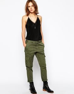 Buy Zadig & Voltaire Trousers in Military Style with Pockets at ASOS. Get the latest trends with ASOS now. Military Inspired Fashion, Military Fashion, Army Look, Everyday Fashion, Army Style, Military Style, Camouflage, Parachute Pants, Asos