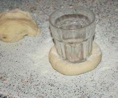Drożdżówki z truskawkami i lukrem jest to przepis stworzony przez użytkownika AgaSawa. Ten przepis na Thermomix<sup>®</sup> znajdziesz w kategorii Słodkie wypieki na www.przepisownia.pl, społeczności Thermomix<sup>®</sup>. Tableware, Glass, Thermomix, Dinnerware, Drinkware, Tablewares, Corning Glass, Dishes, Place Settings