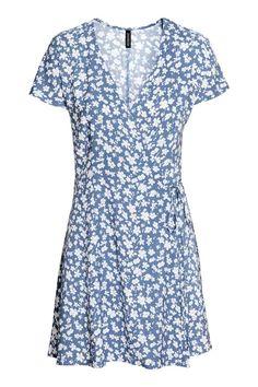 Wzorzysta sukienka kopertowa - Gołębi błękit - ONA | H&M PL