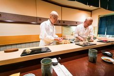 Watch Jiro Ono prepare sushi at the world famous Sukiyabashi Jiro in Tokyo. The 3 Michelin star chef uses his sushi skills to truly impress Anthony Bourdain! Sukiyabashi Jiro, Michelin Star, Kid Friendly Meals, Japanese Food, New Trends, Sushi, Watch, Healthy Meals