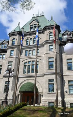 Hôtel de Ville/City Hall