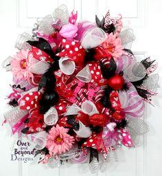 Valentine deco mesh wreath,valentines day wreath,pink red black valentine wreath,valentines day door decor,valentine door decor by OverAndBeyondDesigns on Etsy
