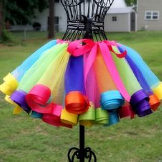 Pretty little girls tutu if only my sewing machine didn't hate me I could make this one!