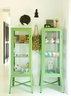 Locanda di Doris (Desire To Inspire) Green Painted Furniture, Colorful Furniture, Design Apartment, Rooms For Rent, Furniture Projects, Home Organization, Home Interior Design, Ladder Decor, Bookcase