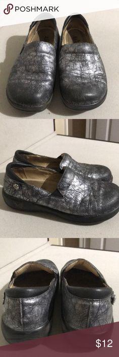Alegria Silver Sz 35/5 Good preowned condition. Alegria Shoes Mules & Clogs