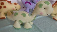 centro de mesa festa dinossauro    4 personagens  não precisa de apoio fica em pé    feito com feltro  ideal para decorar festa tema dinossauro    as peças serão confeccionada conforme ordem pagamento