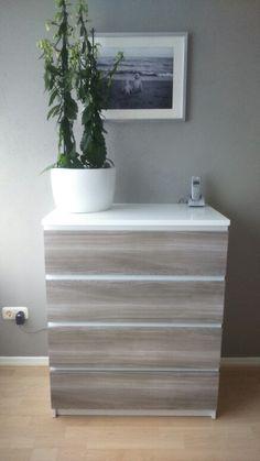Ikea kast hoogglans wit geschilderd met plakfolie van de Action