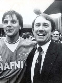Howard Kendall celebrates Everton's title triumph with Graeme Sharp in 1985 Dominic King, Liverpool City, Wayne Rooney, Everton Fc, Retro Football, Football Program, Toffee, Funeral, Kendall