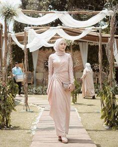 25 New Ideas For Dress Hijab Party Fashion Hijab Outfit, Hijab Prom Dress, Dress Brukat, Hijab Gown, Dress Flower, Muslimah Wedding Dress, Hijab Style Dress, Muslim Wedding Dresses, Dress Outfits