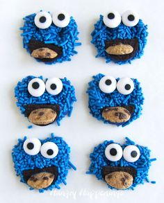 Cookie Monster Pretzels make the cutest treats for your Sesame Street Parties. Kids will love these candy coated pretzels loaded with bright blue sprinkles and each Cookie Monster is eating his own cookie too! Sesame Street Cookies, Sesame Street Party, Edible Crafts, Food Crafts, Edible Art, Monster Treats, Cookie Monster, Easy To Make Desserts, Fun Desserts