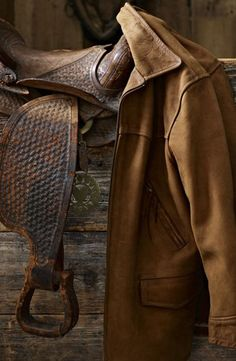Ralph Lauren Paint brings the rugged yet tailored appeal of an authentic rancher jacket to your décor with our Suede finish.