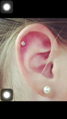Saturday's excursion to have a helix piercing! Cartilage Piercing Stud, Upper Ear Piercing, Faux Piercing, Cute Ear Piercings, Piercing Tattoo, Cartilage Earrings, Helix Piercings, Double Cartilage, Second Piercing