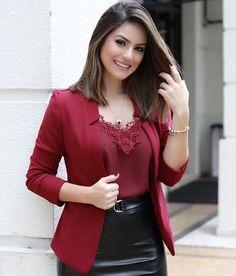 Encantada por este look ❣️❣️❣️ Muito amorrrr - blazer com recorte lapela - veste muito bem - estiloso - cor: bordo, preto e verde - Tam P M G (11)96562 6584 whats #blazer #blazercomrecortes #lapela #bordo #saiadecouro #blusaalca #lookcamy #look #lookdanoite #lookdehoje #looks #camybaganha #modafashion #fashion #fashionista #modainsta #modaexecutiva #modainstagram #instamoda #oont #ondt #ootd #style #tendencia #instamood #modaevangelica #moda #modafeminina #divando #temqueter
