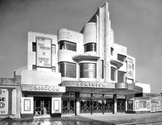 Southall Dominion by F. One of a number of impressive art deco cinemas in London's suburbs by this Harrow based architect. Sadly like many of his designs, this building has been demolished. Art Deco Stil, Art Deco Home, Art Deco Era, Art Nouveau, Interesting Buildings, Beautiful Buildings, Cinema Architecture, Architecture Student, Cinemas In London