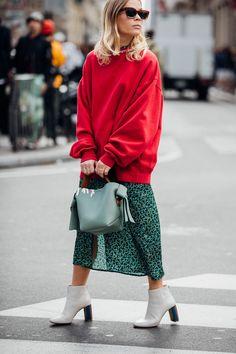 Με την Εβδομάδα Μόδας στο Παρίσι να φτάνει στο τέλος της, είχαμε τη δυνατότητα να παρακολουθήσουμε εντυπωσιακά fashion shows, πρωτότυπες και μοναδικές ready to wear συλλογές από μερικούς από τους μεγαλύτερους οίκους μόδας και τους πιο ταλαντούχους σχεδιαστές μόδας, για τη σεζόν Spring/Summer 2018. Πέραν όμως από τον μαγικό κόσμο των catwalks και των fashion shows, – δες εδώ τις […]
