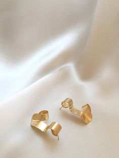 CURLED earrings gold | Sara Robertsson Jewellery
