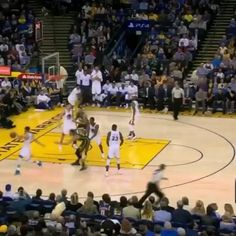 @Regrann from @nbaonespn -  Soooo Steph Curry hit another half-court buzzer-beater. #Regrann