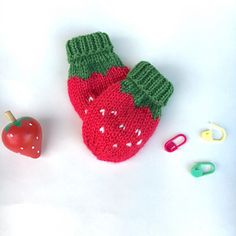 Strawberry mittens. Knitting pattern for baby mittens.