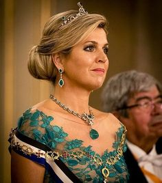 Queen Maxima wore her dress from Dutch fashion designer Jan Taminiau. Diamon Tiara, Diamond Necklace and earrings Royal Crowns, Royal Tiaras, Tiaras And Crowns, Duchess Kate, Duchess Of Cambridge, Dutch Queen, Royal Families Of Europe, Estilo Real, Dutch Royalty