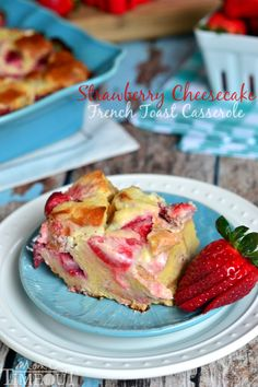 Overnight Strawberry Cheesecake French Toast Casserole Recipe - great for a brunch treat! What's For Breakfast, Breakfast Items, Breakfast Dishes, Breakfast Recipes, Perfect Breakfast, Pavlova, Brunch Recipes, Dessert Recipes, Brunch Ideas