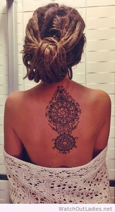 Nice hena tattoo, great for a wedding if you had a backless dress