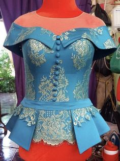 African Party Dresses, African Lace Dresses, Latest African Fashion Dresses, African Dresses For Women, African Print Fashion, African Attire, Traditional Dresses Designs, Shift Dress Pattern, Fashion Drawing Dresses