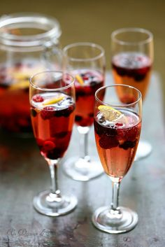 Un dejeuner de soleil: Cocktail champagne fruits rouges