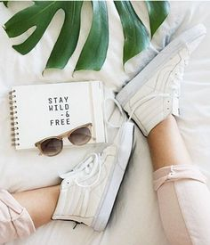 Photo via mechifahs Vans Sneakers, Sneakers Fashion, Converse, Vans Girls, Vans Off The Wall, All About Shoes, Shoe Closet, Shoe Game, Teen Fashion