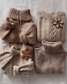 Winter Hats, Cosy Winter, Burlap, Reusable Tote Bags, Model, Instagram, Fashion, Moda, Hessian Fabric