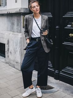 Ways to Style an Oversized Blazer Oversized blazer / street style fashion / Fashion week Look Fashion, Autumn Fashion, Fashion Outfits, Womens Fashion, Fashion Tips, Hipster Fashion Winter, Fashion Brands, Blazer Fashion, Dress Fashion