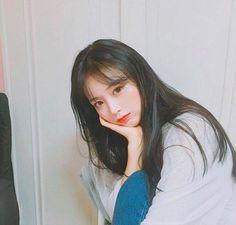 Picture Of Ullzang(Eul Jjang) Ulzzang Girl Selca, Ulzzang Korean Girl, Cute Korean Girl, Girl Korea, Uzzlang Girl, Grunge Girl, Korean Fashion Trends, Girls World, Ulzzang Fashion