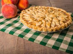 Peaches and peach pie with baked decorated crust Pie Dessert, Cookie Desserts, Just Desserts, Delicious Desserts, Dessert Recipes, Dessert Ideas, Peach Pie Recipes, Cheesecake Recipes, Fresh Peach Pie