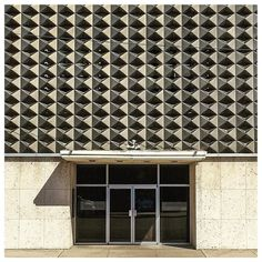 pinned to Sol y Sombra via Twitter @alexisfleisig   #midcenturymodern marvel in Rockdale, TX. Old bank now a church. permalink Monuments, Sun Shade, Light And Shadow, Midcentury Modern, Marvel, Architecture, Twitter, Outdoor Decor, Home Decor