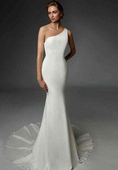 Sleek Wedding Dress, Crepe Wedding Dress, Bridal Wedding Dresses, Designer Wedding Dresses, Fashion Wedding Dress, Mermaid Bridal Gowns, Mermaid Wedding, Modern Wedding Dresses, Pronovias Wedding Dress