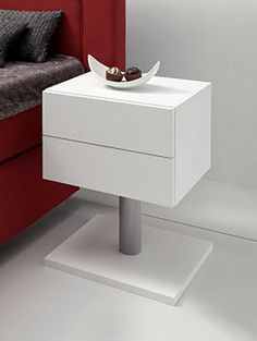 Stylischer, höhenverstellbarer Nachttisch für Ihr Boxspringbett! | Betten.de #Nachttisch #Boxspringbett #Schlafzimmer http://www.betten.de/nachttisch-metall-mdf-weiss-bianco.html