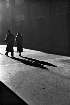 Extraordinary light captured on film by Alfred Eisenstaedt. A street scene in Italy circa 1932.